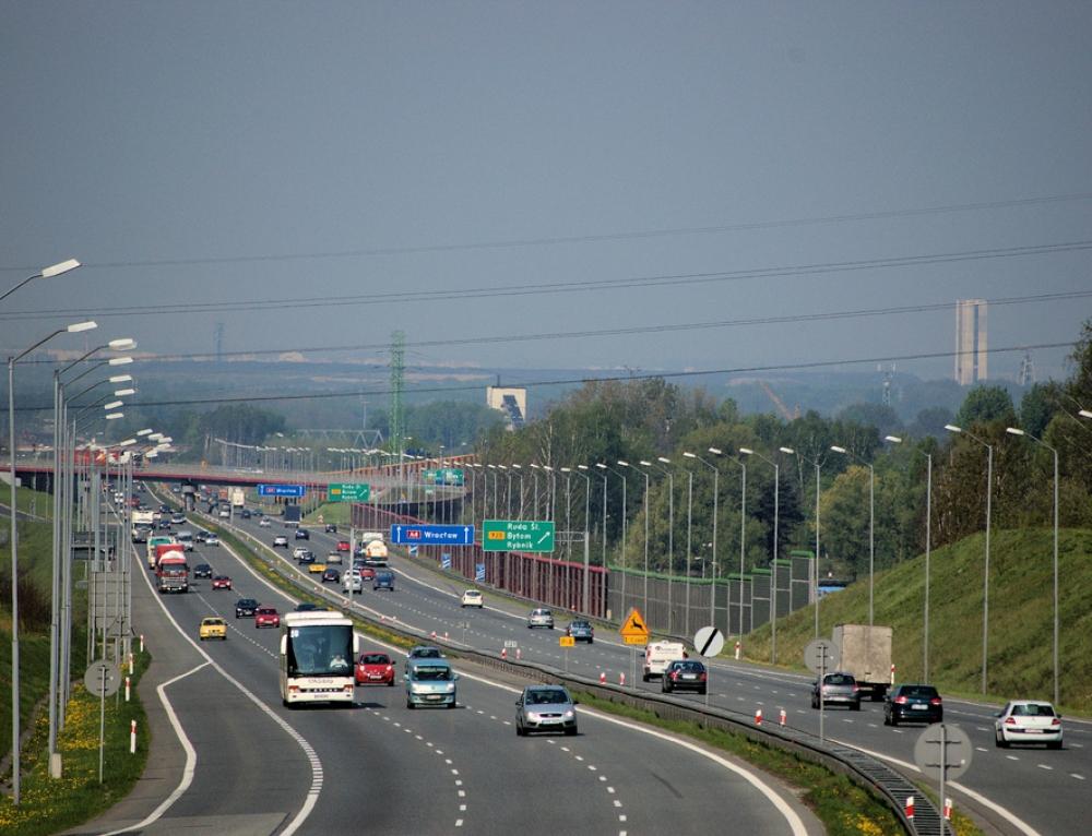 Zdaniem Polaków najbezpieczniej jeżdzą zawodowi kierowcy.