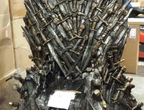 Żelazny tron z serialu Gra o Tron… na magazynie.
