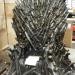 Żelazny tron z serialu Gra o Tron... na magazynie.